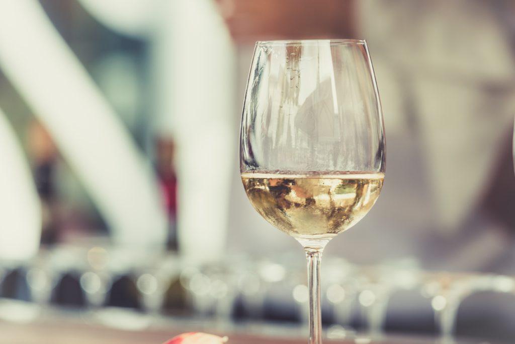 bentonit bistrenje vina čaša