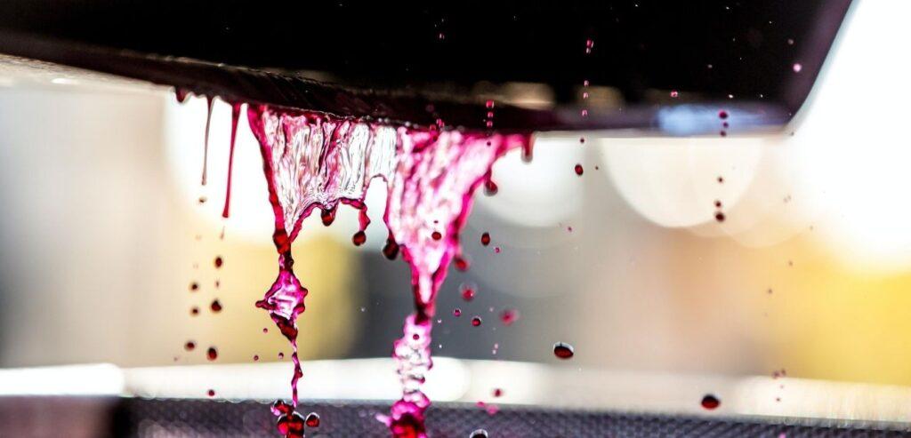 autovinifikator bez pokretnih delova slika presovanja crvenog vina